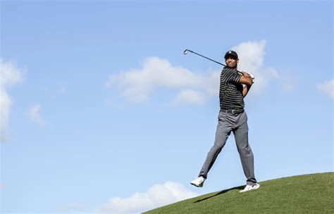 tiger new swing returning woods stumbles to a 77 with new swing the