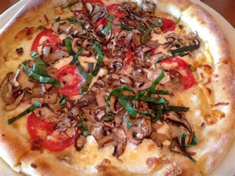 5 Cheese With Mushrooms Picture Of California Pizza California Pizza Kitchen Tukwila