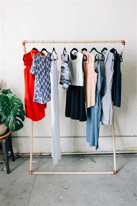 Diy Garment Rack by Leaning Garment Rack Diy Designcomb
