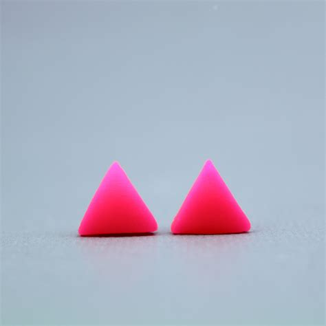 Triangel Neon by Neon Pink Triangle Earrings Fluorescent Pink Triangle
