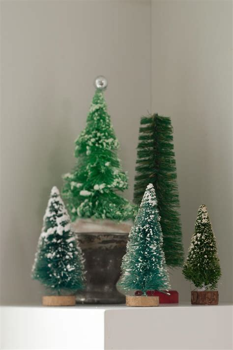 christmas tree decorating vintage style thrifty vintage christmas decorations southern living