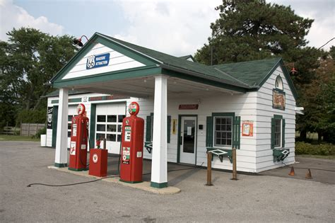 Good Life Church Columbus #3: Dwight_IL_-_gas_station.jpg
