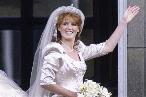 intip kemewahan gaun pengantin royal wedding