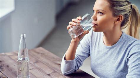 imagenes niños bebiendo agua trucos adelgazar este es el tipo de agua que necesitas