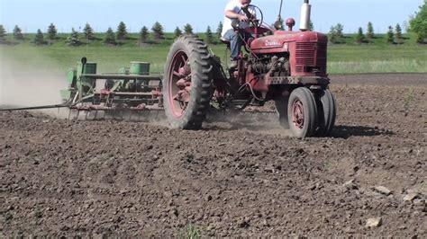 John Deere 1240 4 Row Planter Youtube Deere 1240 Planter