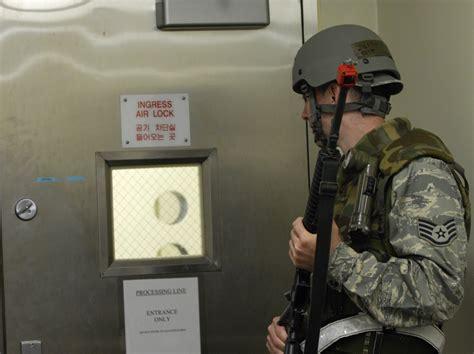 Door Guard Korea Putih photos
