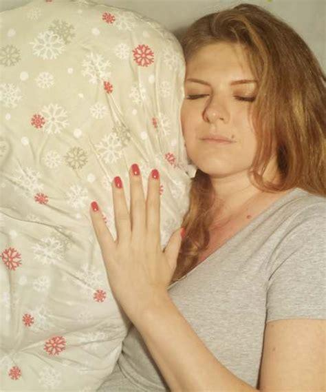 cuscini per dormire in gravidanza cuscino per dormire bene in gravidanza scontato boppy