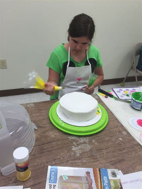 images  wilton cake decorating classes  hobby lobbycome join   pinterest