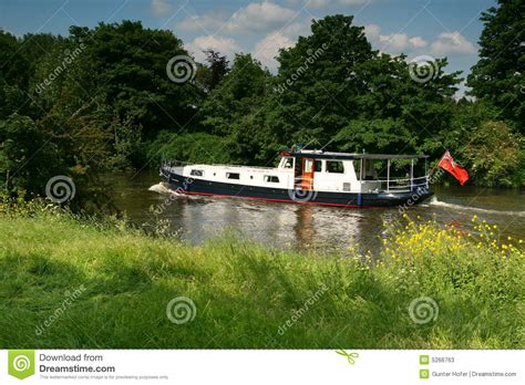 thames river boats timetable boat on the river thames stock photos image 5266763