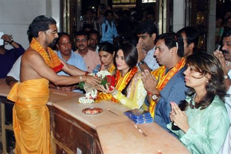 theri film heroine photos kareena kapoor at music launch of heroine bollywood photos