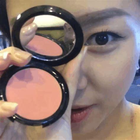 Make Up Tien Santoso t 243 c ti 234 n khi蘯ソn fan th 237 ch th 250 v盻嬖 h豌盻嬾g d蘯ォn make up