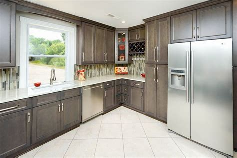 natural grey cabinets great buy cabinets finding and buying the right kitchen cabinets kitchenfolks