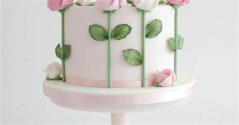 menghias kue tart ulang  menggunakan icing