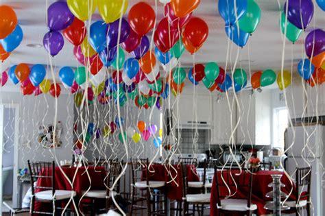 como decorar con globos con gas helio ideas para decorar con globos