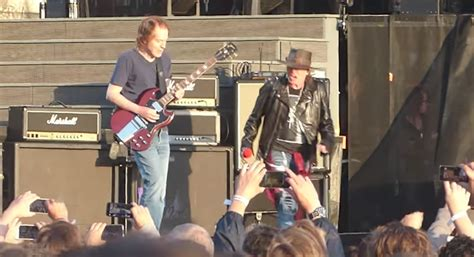 guns n roses whole lotta rosie mp3 download angus young joins guns n roses to perform ac dc s riff
