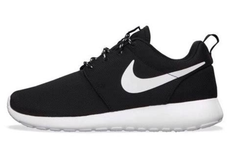 black and white nike sneakers shoes nike free run nike air nike roshe run nike