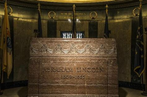 abe lincoln buried world war ii memorial picture of lincoln war