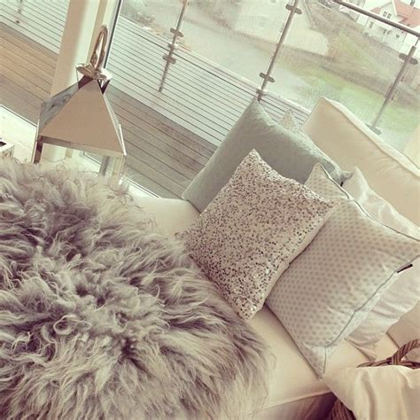 Bedroom Fur Rug Room Design So The Fur Rug And The Glittered