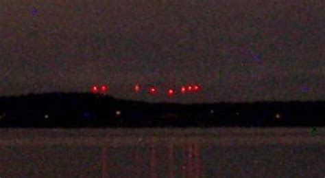 bright light in sky last night seattle ufo mystery solved bright red lights over