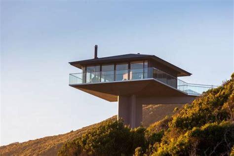 pole house designs pole house une maison flottant sur la falaise 2tout2rien