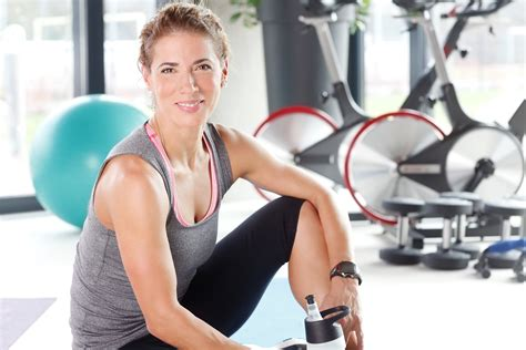 women in 40s physically fit women over 40 how to begin a new exercise regimen safely