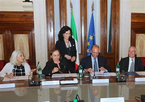 firma dell viminale firma dell accordo quadro per la sicurezza nelle