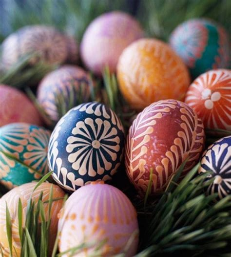 dying easter eggs creatively s 25 creative ways to decorate easter eggs ingenious look