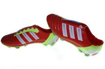 Bola Merah Putih sepatu bola adidas liga22