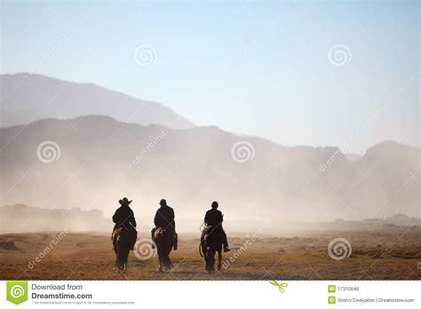 imagenes de vaqueros alegres tres vaqueros
