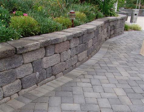 Interlocking Garden Wall Blocks Complimenting Or Contrasting Color In Hardscape Design