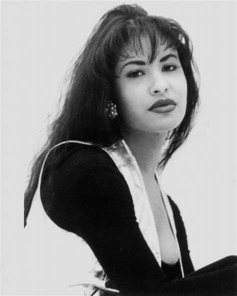 selena gomez biography in spanish a look back at the life of selena