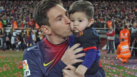 lionel messi family biography lionel messi family photos wife son age height siblings