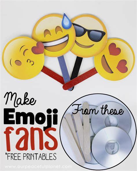printable christmas emojis free emoji fan printables our peaceful planet
