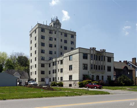 Efficiency Apartment Youngstown Ohio Parkway Tower Youngstown Oh Apartment Finder