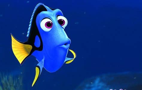film kartun nemo dikelilingi banyak ikan dory tersesat di poster baru