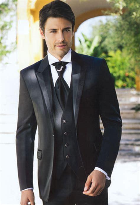 2015 Fashion Black Mens Suits Peaked Lapel Wedding Suits