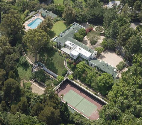 taylor swift house beverly hills taylor swift splashed out 25 million on iconic beverly hills mansion extravaganzi