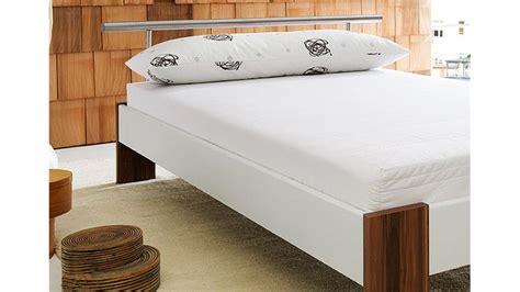 futonbett mit matratze und rollrost futonbett bobby wei 223 nussbaum inkl matratze und rollrost