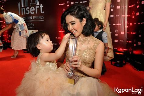 Gempi Dress foto baby gempi pakai dress tutu mewah di carpet