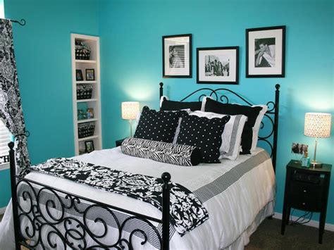 black and lavender bedroom a brightly colored wall paired with black and white