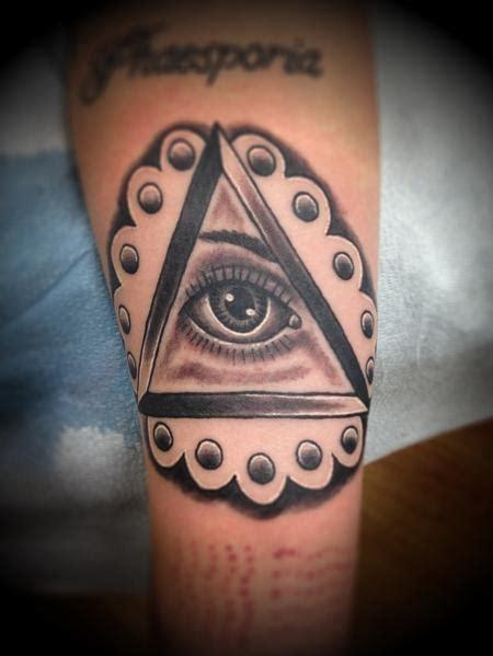 tattoo old school occhio il significato dei tatuaggi il triangolo con