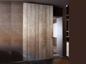 porte coulissante en bois une porte coulissante en planches de bois us 233 es maison