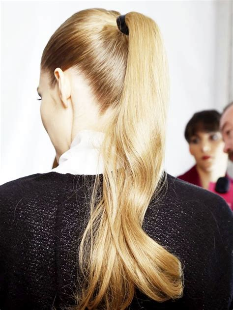 how to seeo pony tail with crown height 3 trick for how to make your ponytail full byrdie