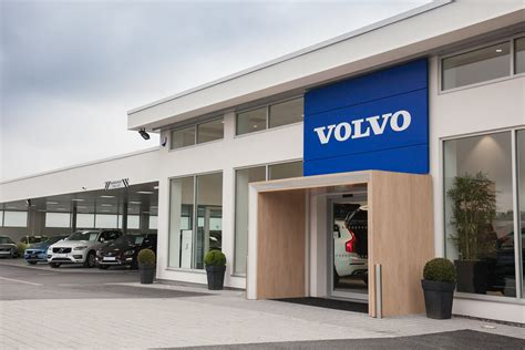 volvo invests   uk motor trade   launch   sponsored dealer programme volvo