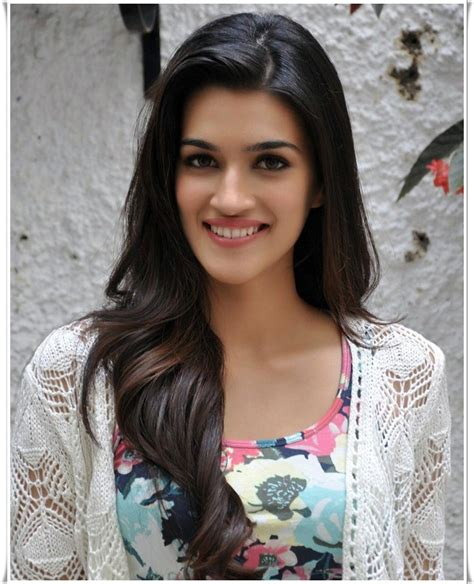 Kriti Sanon   Biography. Filmography and Wallpapers