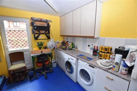 bedroom detached house  sale  roding leigh south