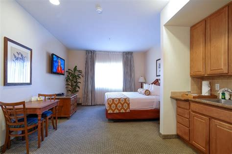 vegas hotel suites to go all out this summer tahiti all suite resort in las vegas hotel rates