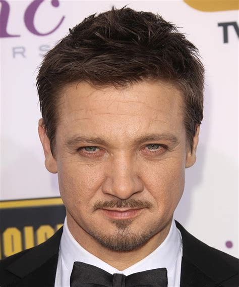 jeremy renner hairstyle jeremy renner short straight casual hairstyle