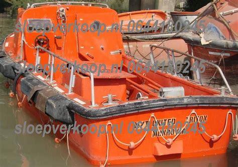 originele reddingssloep originele reddingssloepen harding werkboot op transport