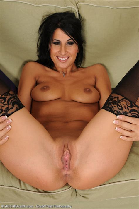 Gorgeous Brunette Milf Sophia Bella In Sexy Quimby